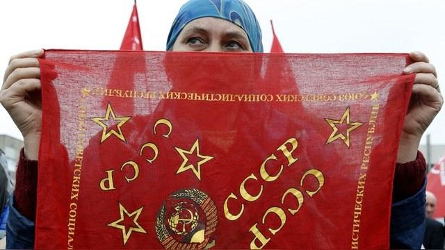 Le Monde: СССР оскорбил француженку незнанием Пастернака и дырой в туалете