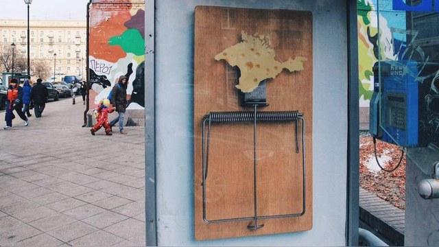 Stratfor: «Плакатные партизаны» бьют по Путину, Сталину и «аннексии» Крыма