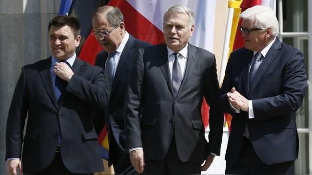 Forbes: Запад продлит санкции, хотя «Минск-2» нарушает не только Россия