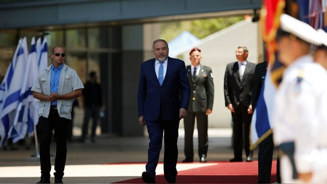 LAT: «Русский» министр обороны вызвал волну отторжения в Израиле