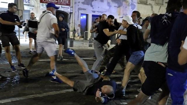 Times: В Марселе подрались французы и англичане, а обвинили российских фанатов