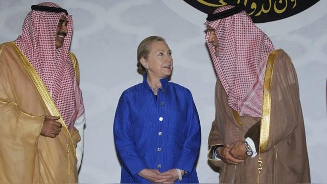DWN: Спонсоры боевиков оплатили предвыборную гонку Хиллари Клинтон