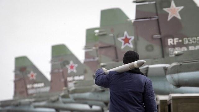 FAZ: Под шумок критики в адрес НАТО Россия сжимает военный кулак