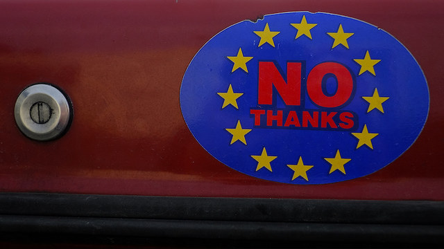 Швейцарский депутат: ЕС – тонущий корабль, нам не стоит на него запрыгивать