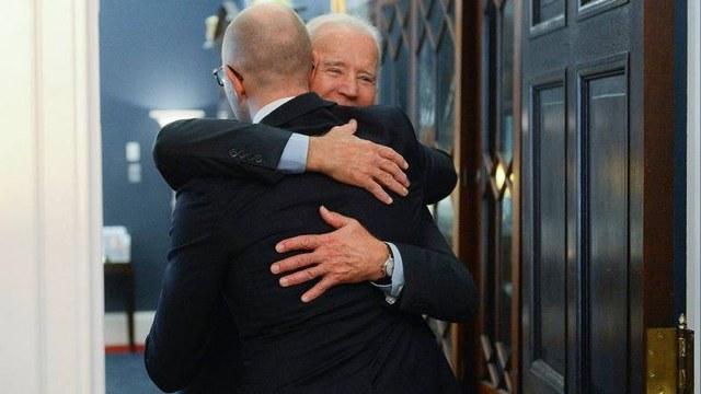 112: Байден пообещал Яценюку помочь с прогрессом Украины