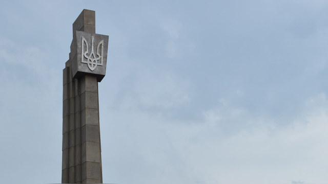 Gazeta.ua: Памятник создателям Т-34 «очистили» от советской символики