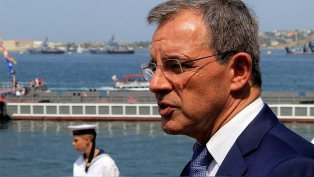 За петрушку ответишь: Французский депутат засудит коллег за намек на связи с Кремлем