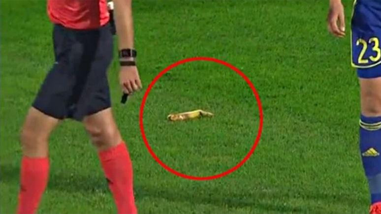 УЕФА не спешит с выводами из-за банана, приземлившегося на матче в Ростове