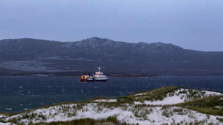 Clarin: Пинедо, Ломбарди, российский канал и Мальвинские острова
