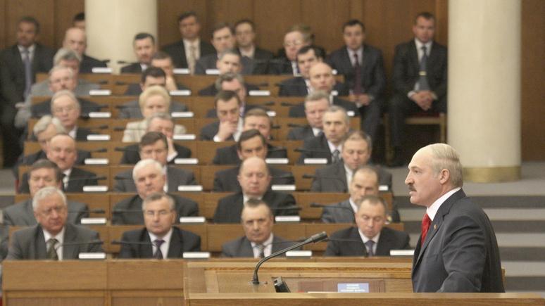 NEE: Лукашенко пустил женщин в парламент, потому что их он не боится