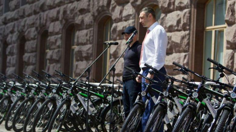Вино, картины и велосипеды: украинские политики поделились самым дорогим