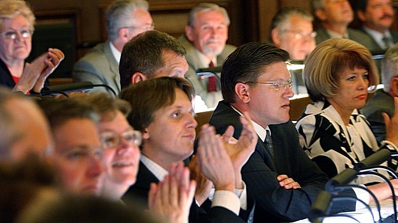 Сейм Латвии окончательно запретил в стране «нелояльных педагогов»