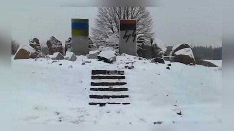 Польша не будет закрывать глаза на разрушение памятника полякам на Западной Украине