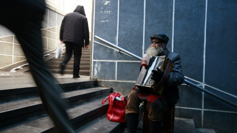 Berlingske: бедность угрожает разорвать «контракт» россиян с властью