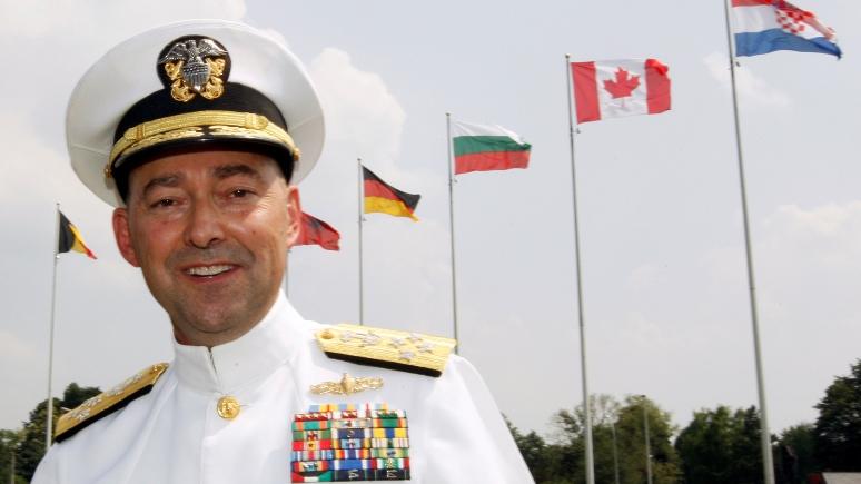 Экс-командующий НАТО: с Россией нужно сотрудничать, но держать ухо востро