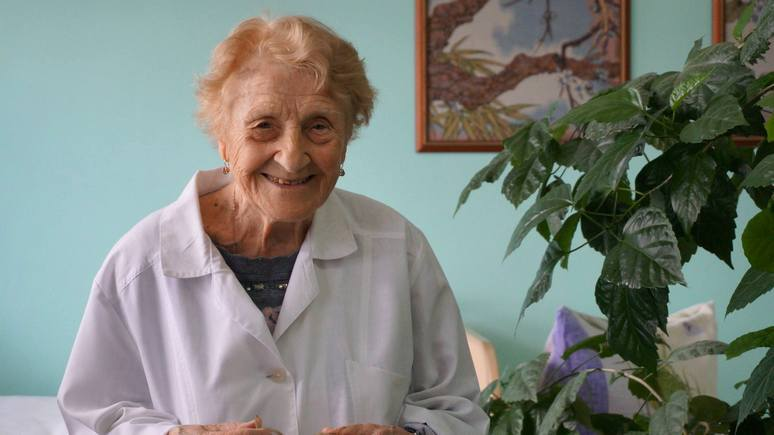 Daily Mail: 89-летний российский хирург на пенсию не собирается