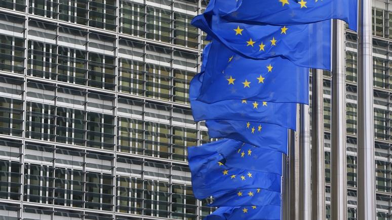Bloomberg: несмотря на желание Трампа поладить с Россией, ЕС будет продлевать санкции