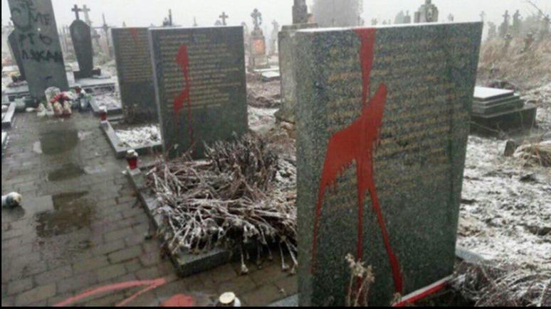 Polskie Radio: на Украине осквернён очередной польский памятник — виновата Россия