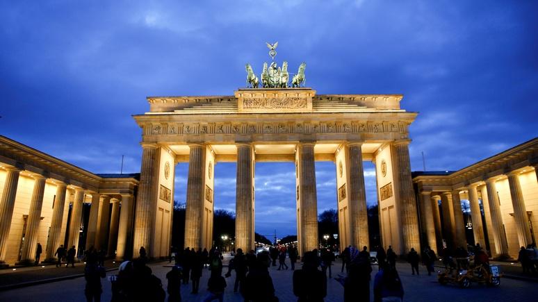 Berliner Zeitung удивило нежелание Берлина украшать Бранденбургские ворота российским триколором