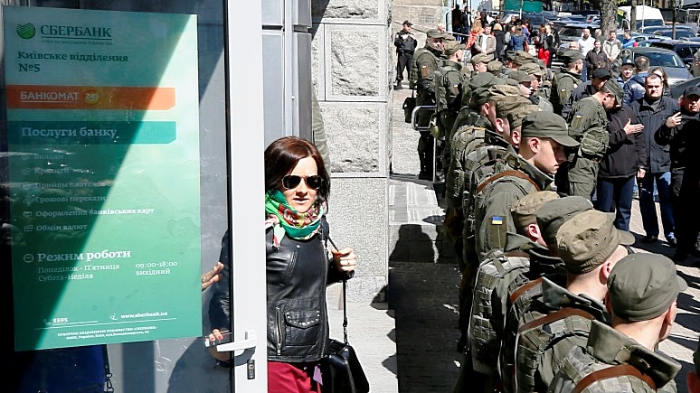 Politico: в реформах и борьбе с коррупцией Украина пошла по кругу, а прогресса так и нет