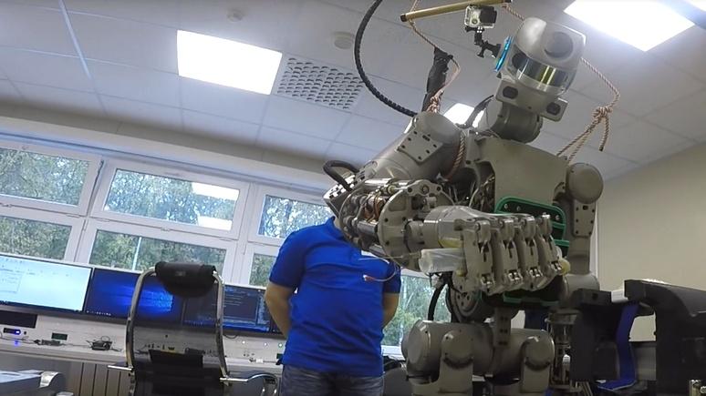 Independent: российский робот FEDOR освоил стрельбу с двух рук