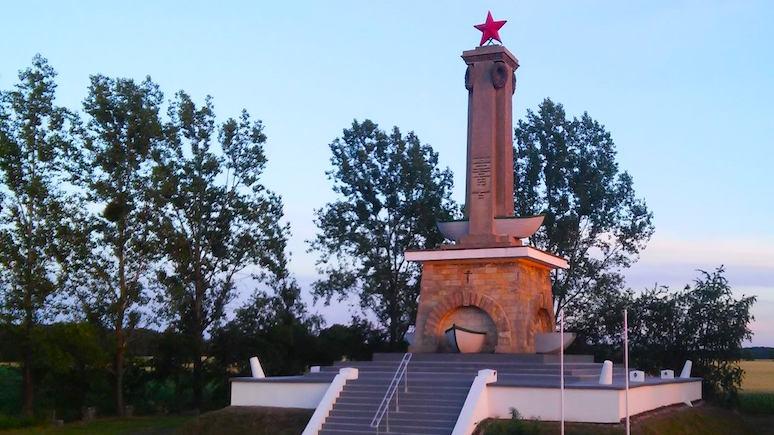 Wyborcza: Варшава хочет снести только что отреставрированный советский памятник