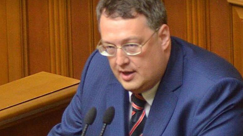 112: нардеп предлагает регистрацию россиян на сайтах вместо визового режима