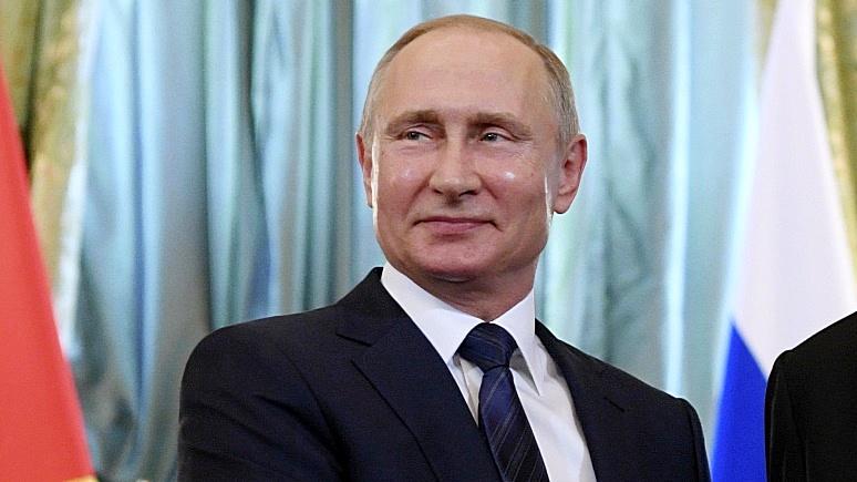 Politico: из-за нашей одержимости Россией Путин уже кажется гигантом