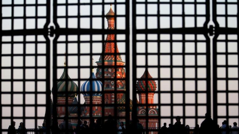 Политолог: вводя санкции, Вашингтон ограничивает себе рычаги давления на Россию