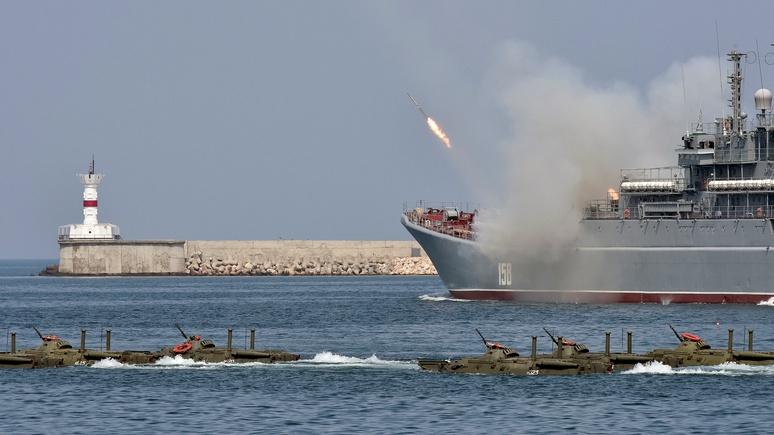 Contra Magazin: США ввели санкции от обиды, что Россия «увела» у них базу в Крыму