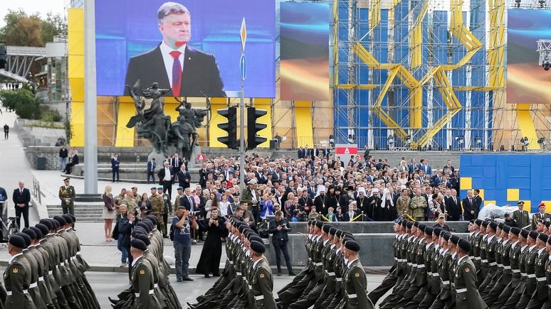 УНН: Порошенко разъяснил участие солдат НАТО в украинском параде