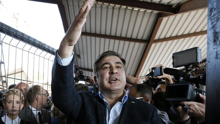 Independent: история «похода» Саакашвили на Киев удивительна даже по украинским меркам