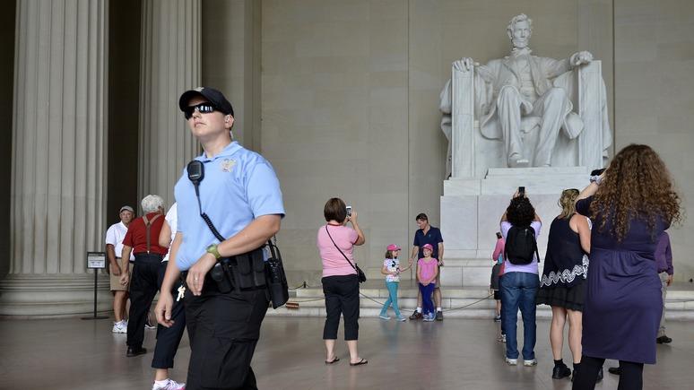 Tengri News: Нурик оставил «привет» памятнику Линкольну в Вашингтоне