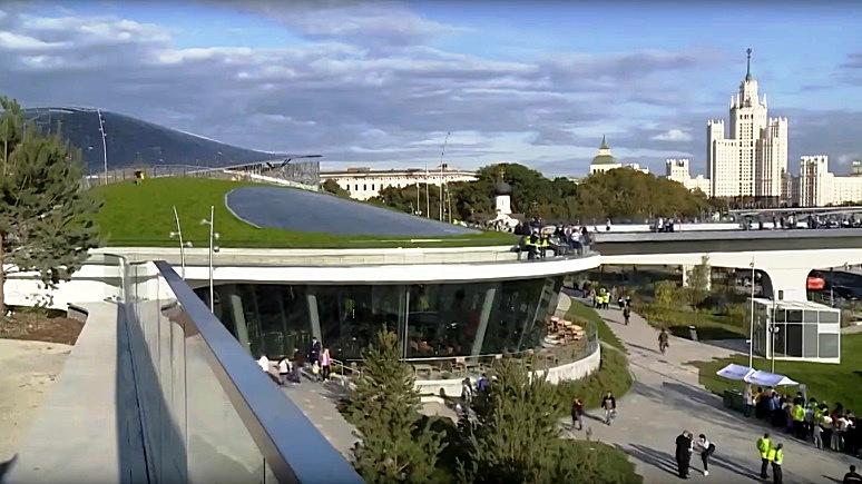 За обвинениями посетителей в варварстве Der Spiegel увидел попытки скрыть недоделки в парке «Зарядье»