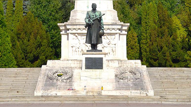 GW: Минобороны Польши привлекут к ответу за «незаконный» венок у советского памятника