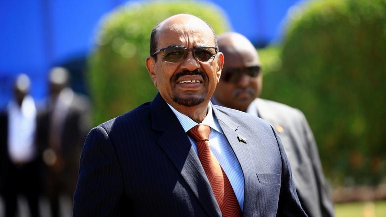 RFI: несмотря на международный ордер на арест, президенту Судана в России нечего бояться
