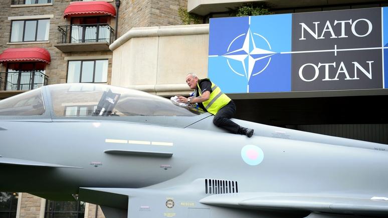Обозреватель Bloomberg: обещание не расширять НАТО было, но Запад не увидел в этом смысла