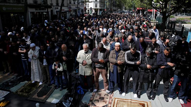 Le Figaro: «мультикультурный» подход к мигрантам противоречит идеям Французской Республики