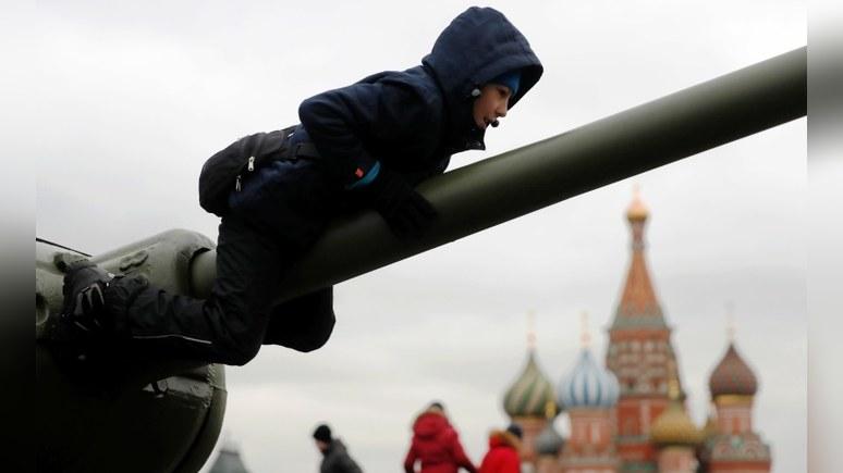 Xuehua Xinwen: туристы из Китая едут в Россию покататься на танке и пройти полосу препятствий