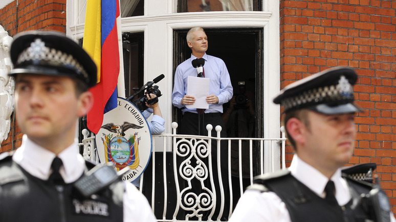 Washington Post: посольство Эквадора снова отключило Джулиану Ассанжу интернет