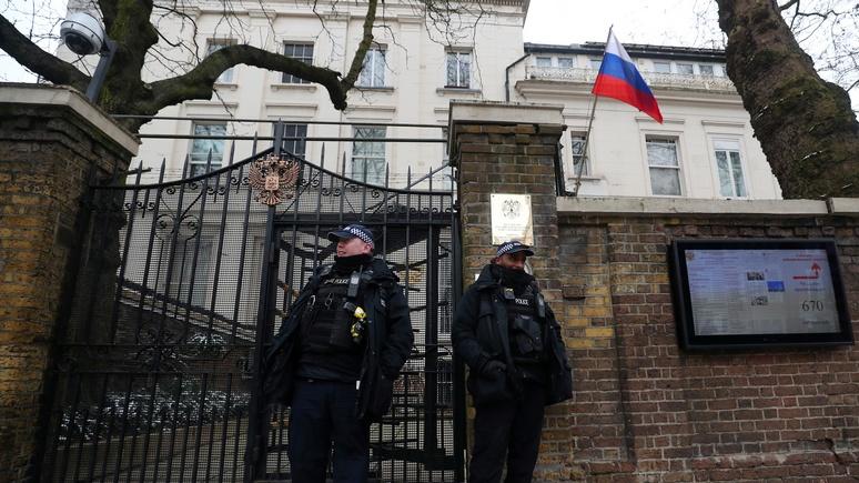 Daily Mirror: россиян просят воздержаться от поездок в «русофобскую Британию»