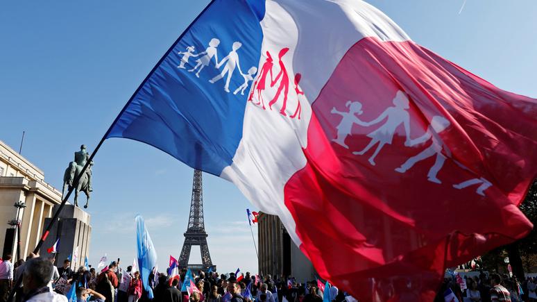«Против мигрантов, однополых браков и суррогатного материнства» — Le Monde рассказала о новом поколении французов-консерваторов