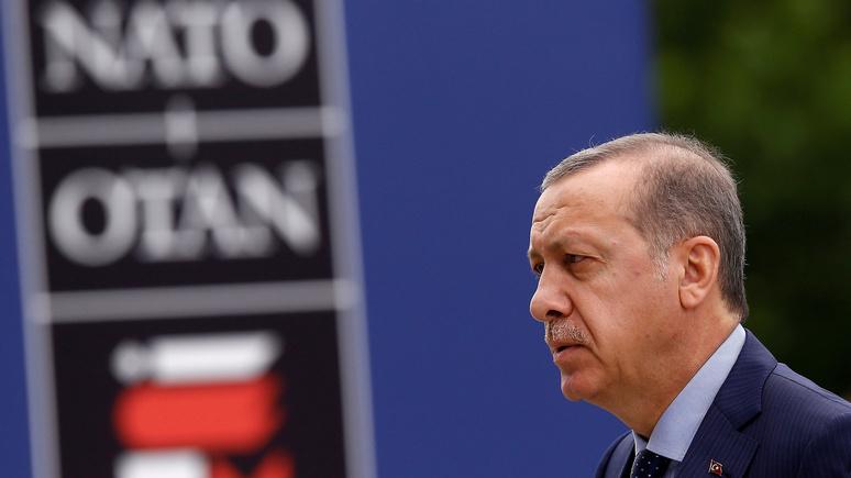 Советник Эрдогана: Турции не нужно выбирать между Россией и Западом, она станет между ними мостом