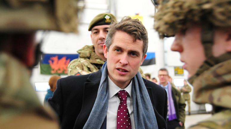 Guardian: британский глава Минобороны набирает в армию борцов с фейками