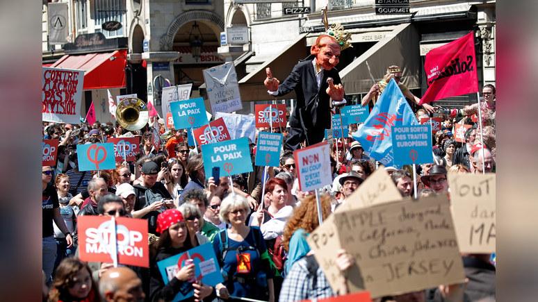 Le Monde: на акцию протеста против Макрона вышли десятки тысяч парижан