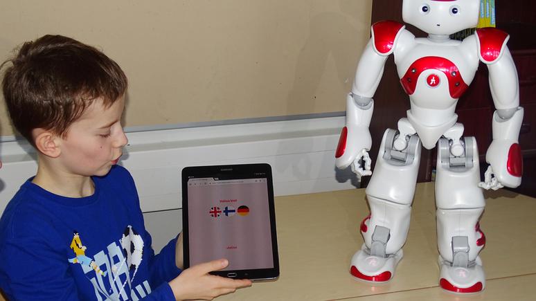 Yle: в Финляндии на помощь учителям пришли роботы