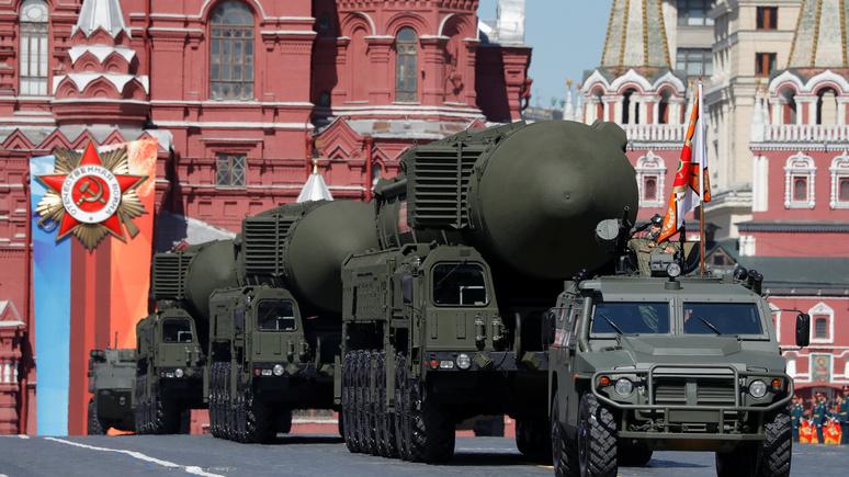 Express: Россия продемонстрировала современную военную мощь на параде Победы