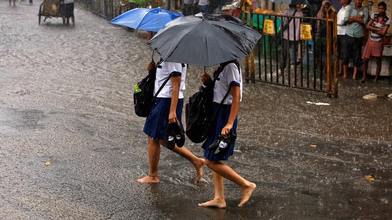 Guardian: на экзамен без обуви и без рукавов — борьба со шпаргалками в Индии набирает обороты