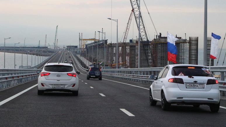 112: движение по  мосту в Крым открывали с флагами и шариками
