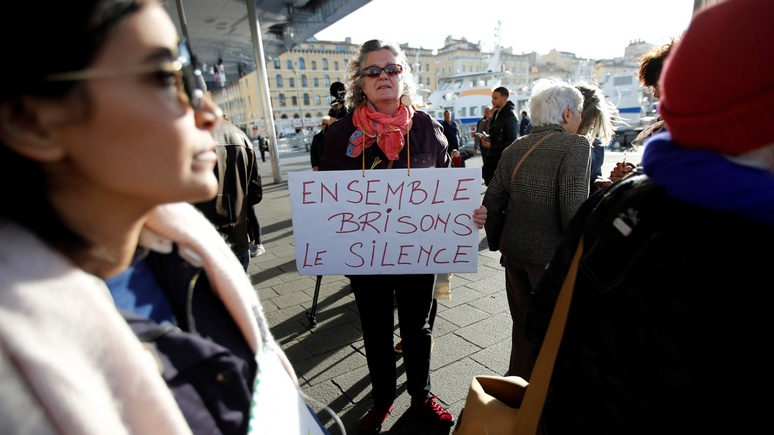 Independent: посвистывание вслед женщине во Франции приравняли к оскорбительному  флирту и грозят ощутимым штрафом
